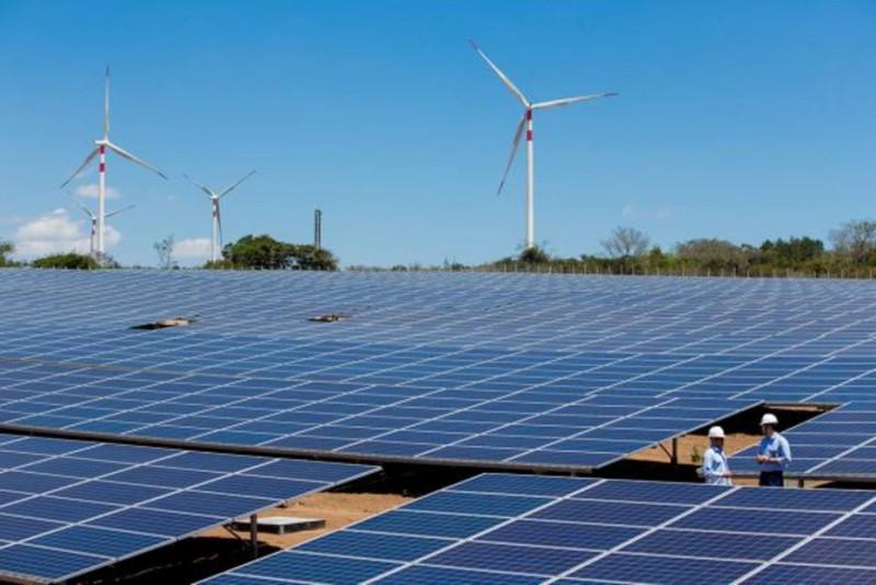Para especialistas é necessário aproveitar a diminuição da demanda para aumentar investimento na geração de energia renovável, como eólica e solar Foto: Tiago Queiroz/Estadão